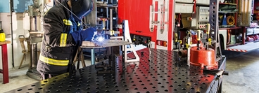 Welding table, clamping system